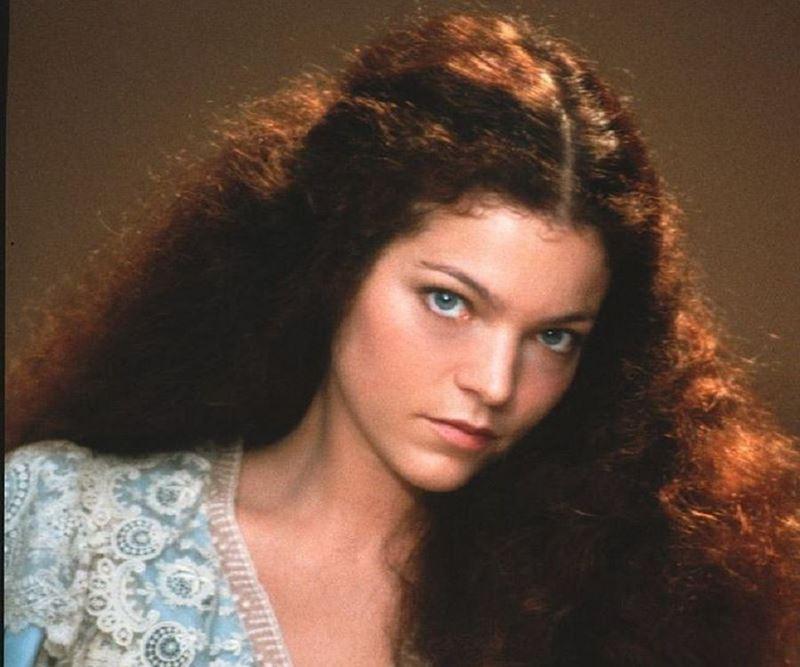 Актрисы, которые могли сняться в «Голубой лагуне» - Эми Ирвинг