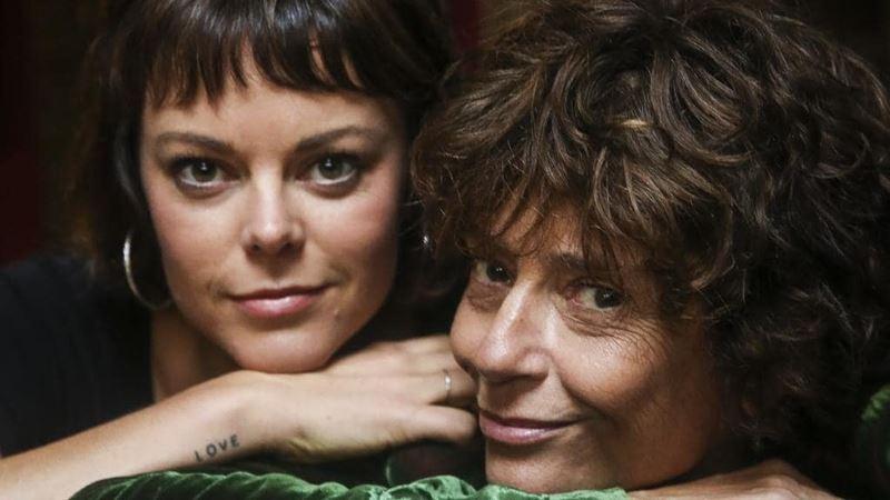 «Поющие в терновнике» критика Рейчел Уорд - с дочерью Матильдой