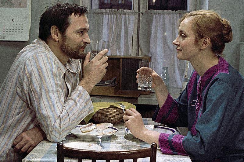 Советские фильмы о супружеской измене - «Странная женщина» (1977)