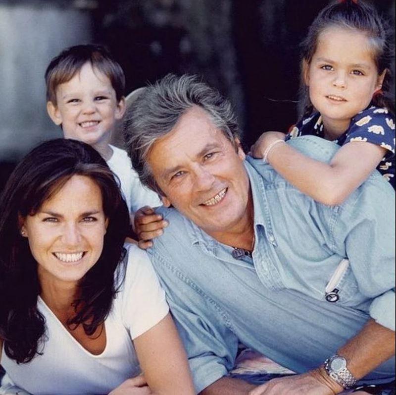 Любимые женщины Алена Делона - Розали с детьми