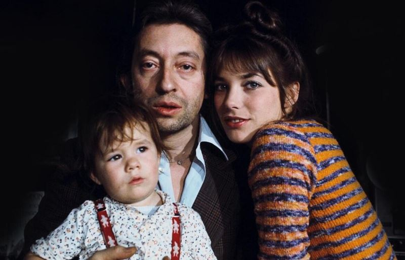 Джейн Биркин и Серж Генсбур - отцовство - с маленькой Шарлоттой