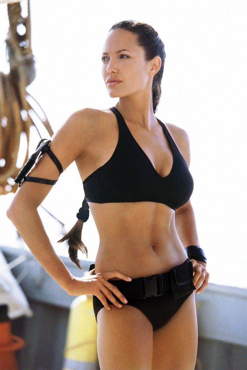 Актрисы в купальниках, вошли в историю кино и моды - Анджелина Джоли