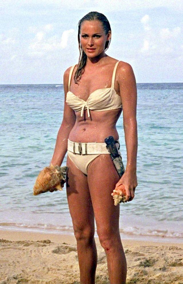 Актрисы в купальниках, вошли в историю кино и моды - Урсула Андресс