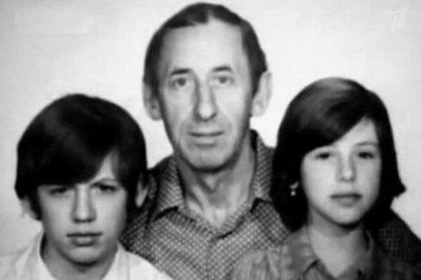 Елизавета - дочь Владимира Басова и Валентины Титовой - с отцом и братом