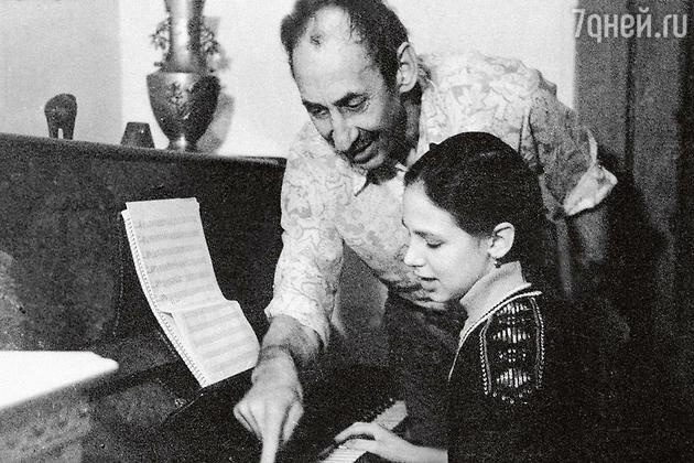 Елизавета - дочь Владимира Басова и Валентины Титовой - фортепиано
