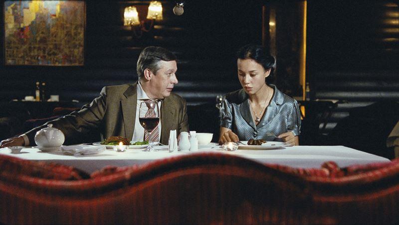 «Какраки» (2009)  – Михаил Ефремов и Ольга Сунн в ресторане