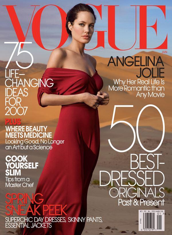 Анджелина Джоли тогда и сейчас: фото обложек - в пустыне в красном платье для Vogue US (январь 2007)