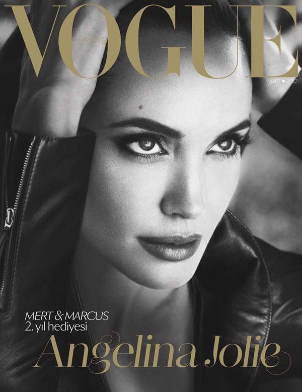 Анджелина Джоли тогда и сейчас: фото обложек - чёрно-белый портрет для Vogue Turkey (март 2012)