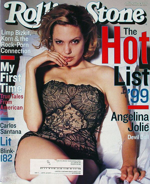 Анджелина Джоли тогда и сейчас: фото обложек - в чёрном кружевном платье для Rolling Stone (август 1999)