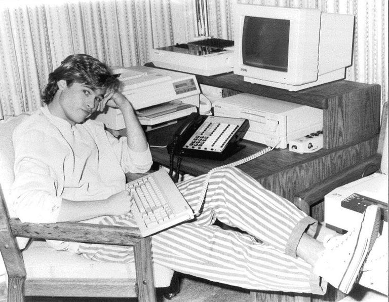 Молодой Брэд Питт - редкие чёрно-белые снимки 1987 года - фото 11