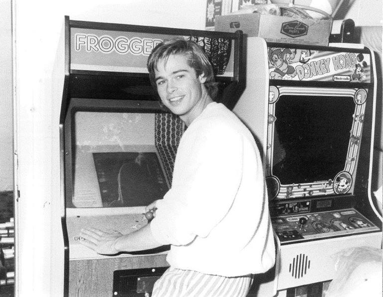 Молодой Брэд Питт - редкие чёрно-белые снимки 1987 года - фото 12