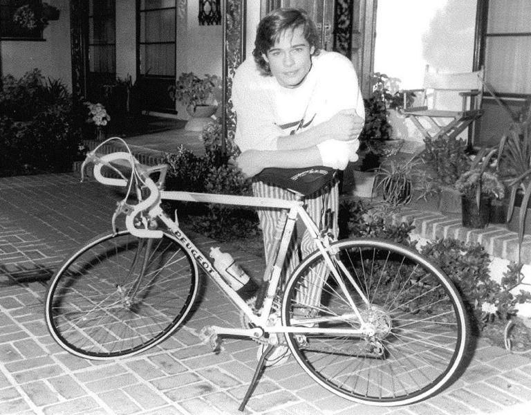 Молодой Брэд Питт - редкие чёрно-белые снимки 1987 года - фото 6