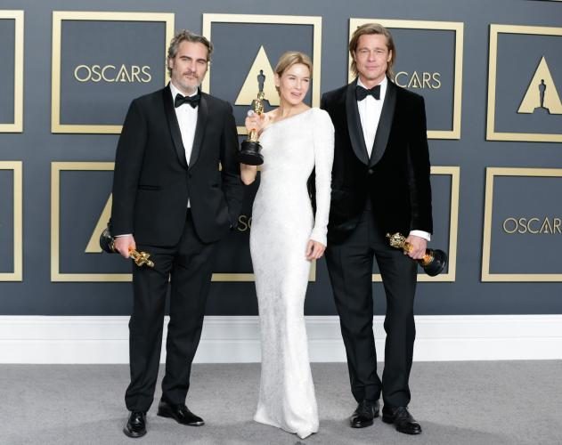 «Оскар-2020»: победители - Хоакин Феникс, Рене Зеллвегер и Брэд Питт с наградами
