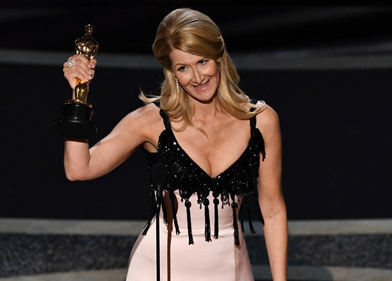 «Оскар-2020»: победители - Лора Дерн на сцене
