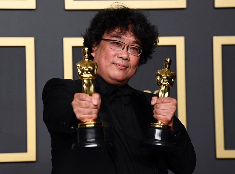 «Оскар-2020»: победители - Пон Джун-хо с наградами за фильм «Паразиты»